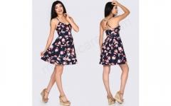 Çiçekli askılı elbise